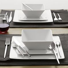 Set of 8 Cyd Dinner Plates   Crate and Barrel Love the square dishes, but need to find square chargers!