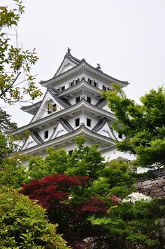 Gujō Hachiman Castle is a Yamashiiro or mountain castle, located on Hamachiman Mountain in Gojo Gifu Prefectire, Japan