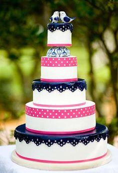 Bolos de casamento em azul-marinho e fúcsia | Wedding cake for a navy blue and fuchsia themed-wedding - love it