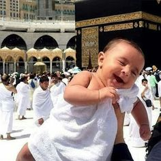 Awww how cute MashaAllah … – Best Shares Baby Family Pictures, Cute Baby Pictures, Baby Hijab, Baby Boy Cake Topper, Cute Baby Quotes, Muslim Images, Baby Gallery, Bless The Child, Cute Baby Wallpaper