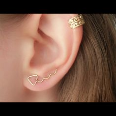 I just discovered this while shopping on Poshmark: saleArrow Ear Crawlers/Ear ClimbersBoutique. Check it out!  Size: Various, listed by moodtherapy