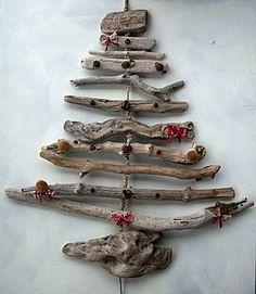 Kerstboompje van oude takken