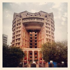 Shared offices at Statesman House, Barakhamba Road: http://www.avanta.co.in
