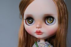 https://www.etsy.com/fr/listing/251336434/caramel-custom-ooak-blythe-doll-unique?ref=fp_item