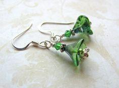 Green earrings, Green glass flower earrings, Kelly green earrings, Handmade earrings, Fashion jewelry, Accessories, Gift idea by…