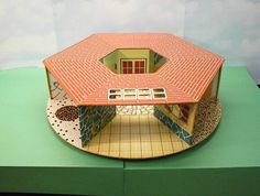 Eagle Dollhouse, Canadian - mine is also missing the plastic dome for the centre