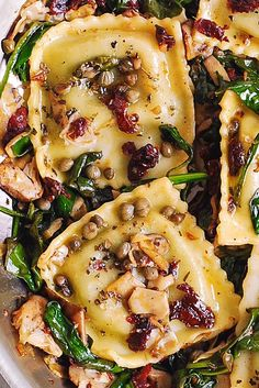 Ravioli with Spinach, Artichokes, Capers, Sun-Dried Tomatoes. Vegetables are sautéed in garlic and olive oil. Make with vegan ravioli to veganize! Vegetarian Recipes, Cooking Recipes, Healthy Recipes, Beef Recipes, Cooking Fish, Cooking Bacon, Grill Recipes, Fast Recipes, Cooking Games