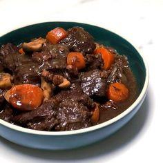 bœuf bourguignon bien tendre : Recette de bœuf bourguignon bien tendre - Marmiton Beef Bourguignon, Pot Roast, Carne, Yummy Food, Meat, Cooking, Ethnic Recipes, Desserts, Meringue