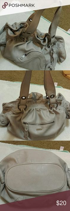 "* Just in * Jessica Simpson Gray Bag Ruffle in between Zipper, 2 side pockets for extra pockets. Inside 2 small compartments and zipper pouch. Some wear on under straps, peeling. Lenght from handle 21"", width 20"" Jessica Simpson Bags Shoulder Bags"