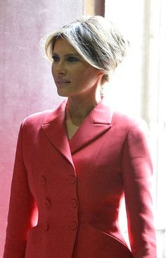 Fashion Notes: Melania Trump Wears Custom Red-White-and-Blue Frock For Dinner in Paris Carolina Herrera, Elsa Peretti, Karl Lagerfeld, Milania Trump Style, Blue Frock, Melania Knauss Trump, Dinner In Paris, Malania Trump, Trump Photo