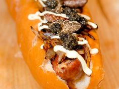 Seattle's Tokyo Dog food truck offering includes toppings such as foie gras, shaved black truffles and caviar Most Expensive Food, Wagyu Beef, Black Truffle, Weird Food, Food Facts, Yummy Snacks, Eating Well, Guinness, Hot Dogs