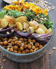 Low in fat, high in potassium and packed with vitamin C, this tasty vegetarian Potato Chickpea Bowl will keep you feeling real good! | EarthFresh