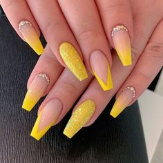 nails yellow and black . nails yellow and gray . nails yellow and white . nails yellow and blue Yellow Nails Design, Yellow Nail Art, Summer Acrylic Nails, Best Acrylic Nails, Acrylic Nails Yellow, Spring Nails, Summer Nails, Winter Nails, Aycrlic Nails
