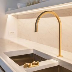 Look Classy Gold Kitchen Faucet — Deco Home Decor Open Kitchen, Kitchen Pantry, Kitchen Grey, Minimal Kitchen, Gold Kitchen Faucet, Gold Faucet, Kitchen Sink, Gold Taps, Brass Tap