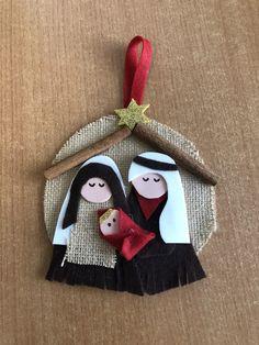 Diy Christmas Tags, Felt Christmas Ornaments, Christmas Crafts For Kids, Xmas Crafts, Homemade Christmas, Felt Crafts Patterns, Festive Crafts, Nativity Ornaments, Outdoor Christmas Decorations