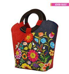 Handmade Handbags, Handmade Bags, Jewelry Design Earrings, Indian Jewellery Design, Embroidered Bag, Wool Applique, Ferdinand, Beautiful Bags, Tejidos