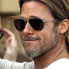 Animated screensaver Brad Pitt of Celebrity Men. Still hovering around 50 years old, Brad Pitt is still one of most attractive actors in Hollywood. His real name is William Bradley Pitt and he was born in Shawnee, in the U Surfer Hairstyles, Boys Long Hairstyles, Cool Haircuts, Haircuts For Men, Men's Hairstyles, Latest Hairstyles, Brad Pitt Hair, Brad Pitt And Angelina Jolie, Clint Eastwood