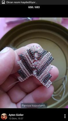 This Pin was discovered by nur - Salvabrani Woven Bracelets, Seed Bead Bracelets, Seed Beads, Jewelry Patterns, Beading Patterns, Bracelet Patterns, Beading Techniques, Beading Tutorials, Sequins