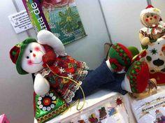 Muñeco de nieve al telefono Christmas Fabric, Christmas Baby, Christmas Snowman, Christmas Humor, Christmas Stockings, Christmas Crafts, Christmas Ornaments, Christmas Ideas, Snowman Crafts