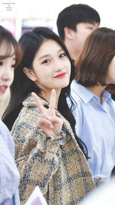 180413 GMP #이서연 #fromis_9 #seoyeon South Korean Girls, Korean Girl Groups, Lee Seo Yeon, Rapper, Photo P, Soyeon, Best Face Products, Sweet Girls, Kpop Girls