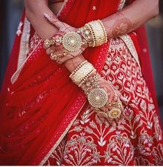 55 ideas bridal henna hands brides bangles for 2019 Indian Jewelry Earrings, Hand Jewelry, Bride Earrings, Key Jewelry, Ethnic Jewelry, Indian Bridal Fashion, Indian Wedding Jewelry, Indian Weddings, Bridal Bangles