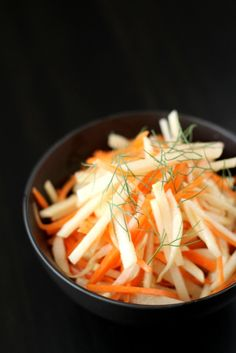 Kohlrabi Slaw with Fennel and Ginger. A simple spring salad that is light, nutritious, and so tasty! Must try.