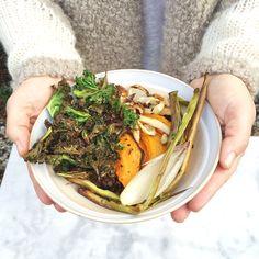Zin in een gezonde lunch? Probeer dan eens dit heerlijke groente recept uit de oven te maken. Snel en voedzaam! Volop mee tevariëren. Kidsproof recept.