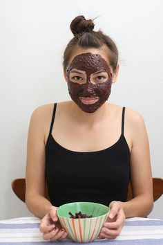 Looking for the most scrumptious, delicious, and easy to make face mask? Look no further than this homemade edible mud mask which is made. Face Masks For Kids, Easy Face Masks, Homemade Face Masks, Diy Face Mask, Skin Peeling On Face, Chocolate Face Mask, Chocolate Facial, Diy Beauty Treatments, Spa Treatments