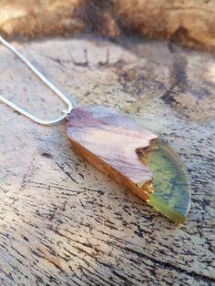 Hout met gele epoxy hanger, hars/houten ketting,epoxyhars,hout/resin sieraden, houtenhanger, hout en hars, handgemaakte sieraden door anneliesjewels op Etsy