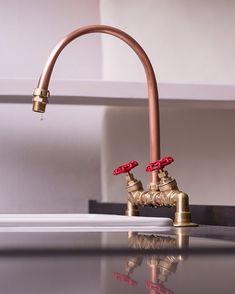 Wasserhahn von #stephanweller #berlin #wasserhahn #faucet #design #designer #wunderschön #handmade #handcrafted #innenarchitektur #architektur #architecture #art #interieurdesign #küche #kitchen #kupfer #copper #industriell #industrial #industrialdesign