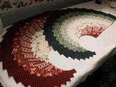 spicy spiral table runner pattern | ... , Run, Sew: Christmas in July - Spicy Spiral Christmas Table Runner