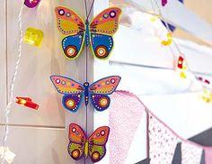 Una guirnalda de mariposas de colores para decorar el dormitorio infantil... o la terraza...
