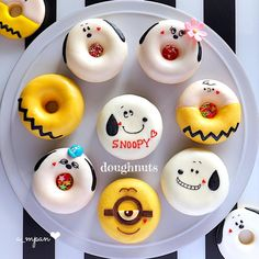 Cute Donuts, Mini Donuts, Baked Donuts, Cute Desserts, Dessert Recipes, Donuts Tumblr, Donut World, Magnum Paleta, Frost Donuts