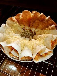 Rożki z tortilli z kurczakiem, papryką, serem i sosem BBQ Pizza Recipes, Cooking Recipes, Best Food Ever, Enchiladas, Ethnic Recipes, Wraps, Coffee, Gastronomia, Recipes