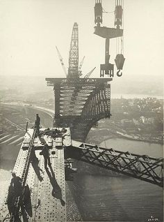 Construction from 28 July 1923 to 19 January the Sydney Harbour Bridge is an Australian heritage-listed steel through arch bridge acro. Sydney Harbour Bridge, Sydney City, Sydney Area, Harbor Bridge, Mackinac Bridge, Bridge Construction, Under Construction, Sydney Australia, Western Australia