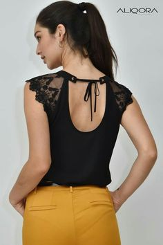 Dress Neck Designs, Blouse Designs, Dress Paterns, Diy Clothes, Clothes For Women, Everyday Dresses, Collar Blouse, Long Blouse, Fashion Outfits