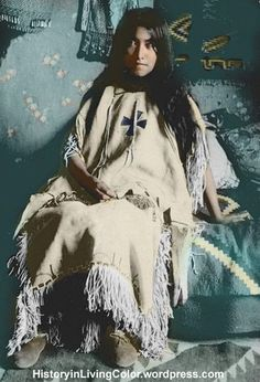 Geronimo's daughter, Lenna. Born in 1886 in Fort Marion, St. Augustine, FL, while her father was a prisoner there. Lenna was Bedonkohe-Mescalero. Native American Beauty, Native American Photos, Native American Tribes, Native American History, American Indians, American Teen, Native Indian, First Nations, Prisoner
