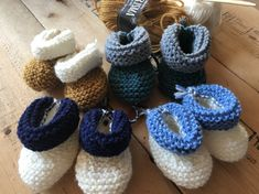 Baby booties made of wool - - baby - Stricken Girls Knitted Dress, Knit Baby Dress, Knitting Baby Girl, Crochet Baby, Baby Turban, Baby Blog, Knitted Baby Blankets, How To Start Knitting, Kids Socks