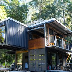 Now that's a container house! Sea Container Homes, Building A Container Home, Storage Container Homes, Container Buildings, Container Architecture, Cargo Container, Container House Plans, Container Design, Container Cabin
