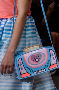 Manish Arora at Paris Fashion Week Spring 2017 - Details Runway Photos Unique Purses, Unique Bags, Cute Purses, Cute Handbags, Purses And Handbags, Kawaii Bags, Novelty Bags, Glitter Fashion, Doja Cat