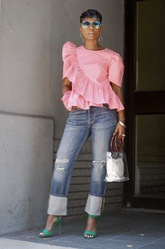 Short sleeves poplin top with asymmetric ruffled top and hem Cotton Fit True to size Small measured as: L: B: W: Moda Casual, Casual Chic, Traje Casual, Look Fashion, Womens Fashion, Mode Jeans, African Dress, African Fashion, Blouse Designs