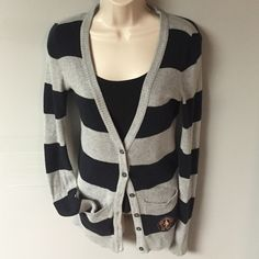 SALE❄️AF Sweater❄️ Long sleeve stripe sweater. Gray and black. No flaws. Has pockets. Size Small Abercrombie & Fitch Sweaters Cardigans