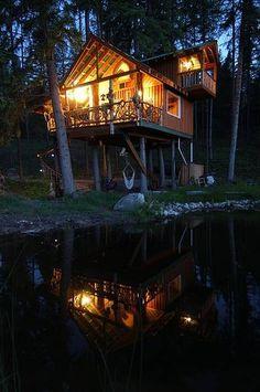 De romantiek spat ervan af. Treehouse, East Kootenays, British Columbia, Canada