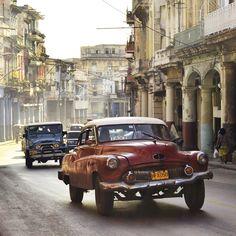 #Havana doorkruisen in een #oldtimer, hoe cool is dat? #cuba #travelsmartnl