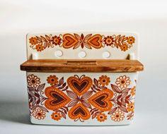 Arabia salt box ( designed by Raija Vosikkinen - who also designed Emilia and Pomona for Arabia)