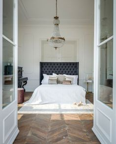 we love how this bedroom is simultaneously refined and relaxed.
