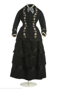 Dress  1880-1882  Museo del Traje