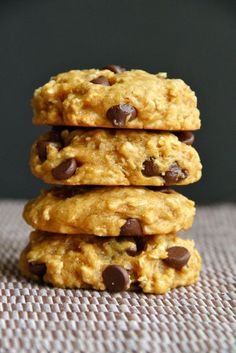 Vegan Chocolate Chip Pumpkin Oatmeal Cookies **no refined sugars!!