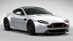 Al volante Aston Martin V8 Vantage S Blades Edition: un privilegio per pochi [FOTO] [multipage]  Aston Martin V8 Vantage S Blades Edition. Non poteva essere un evento banale quello della consegna delle cinque Aston #volante #alvolante #motori #inchieste #prove #automobilismo