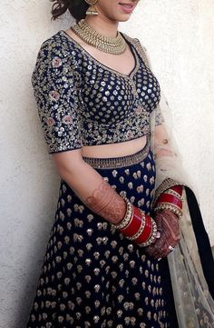 Pinterest: @pawank90 Indian Bridal Lehenga, Indian Bridal Fashion, Sari Blouse Designs, Lehenga Designs, Indian Attire, Indian Wear, Indian Designer Outfits, Designer Dresses, Indian Dresses